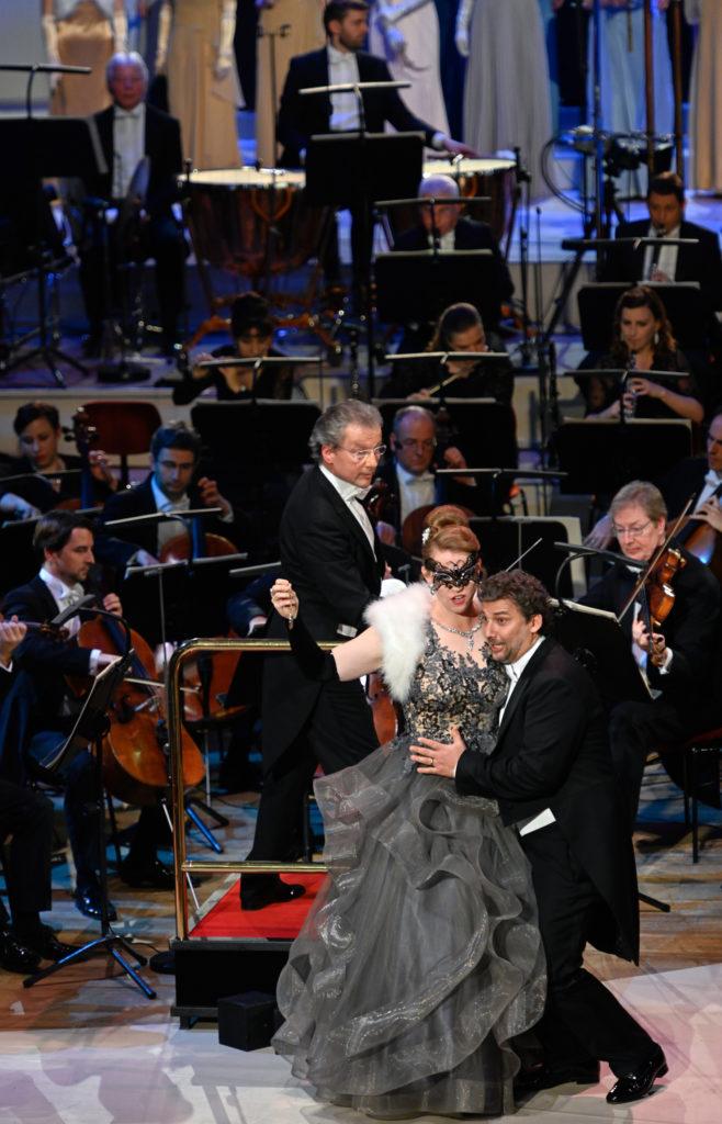 Franz Welser-Möst dirigiert die Fledermaus mit der Staatskapelle Dresden