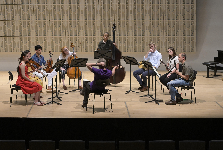 Franz Welser-Möst coacht junge Musiker aus Cleveland und Linz